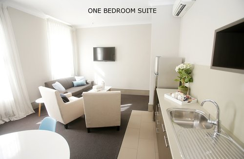 One bedrrom Suite 3.jpg