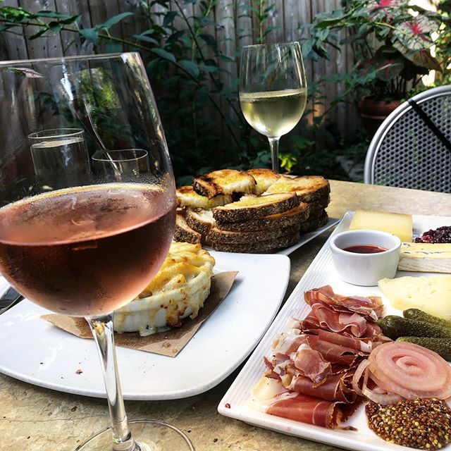 Sunday afternoon happy hour. 🍷 🧀 🥖