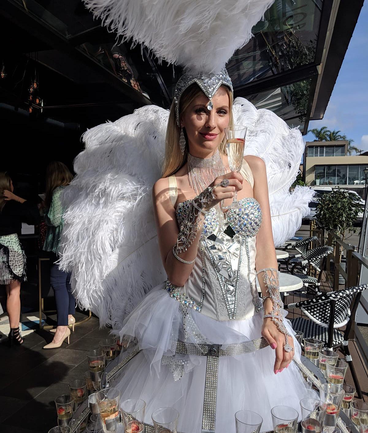 white_champagne_lady.JPG