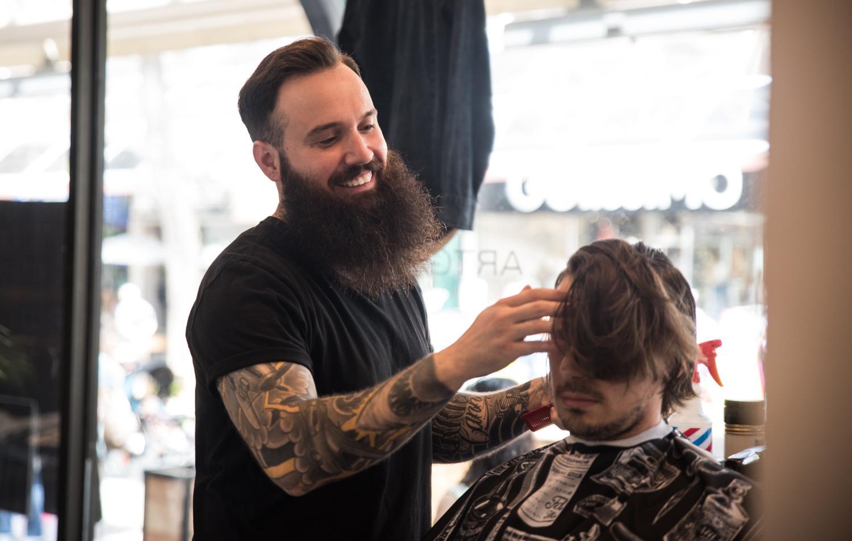 des-barbiers-loeuvre-ce-dimanche-en-formule-brunch-et-mimosa-au-artgang-photos-445856.jpg