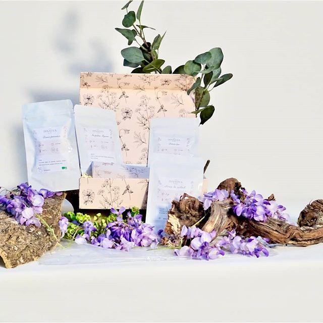"""Une célébration haute en dégustation, un joli cadeau à offrir ou à s'offrir pour l'occasion""""maman heureuse""""  #tea #teatime #teaaddict #thé #gourmandise #teagreen #box#bio #tealover #teastagram #naturalgreen #healthylifestyle #healthy#fitfood #teabox #fêtedesmères #maman #cadeau #boxdethé #dynasteabox"""