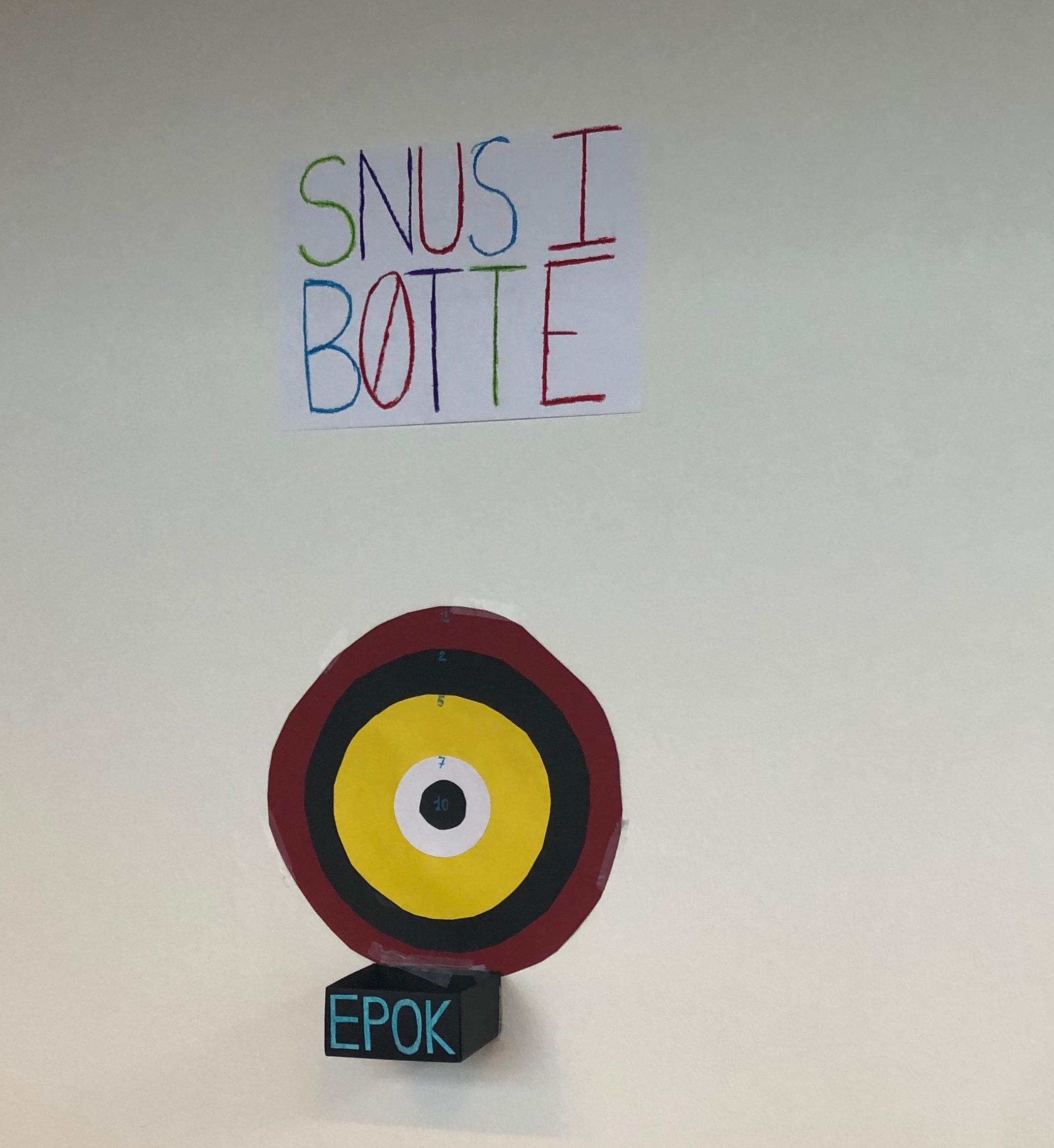 Snus-i-bøtte: interventionskunst med formålet om at samle den brugte snus på FG