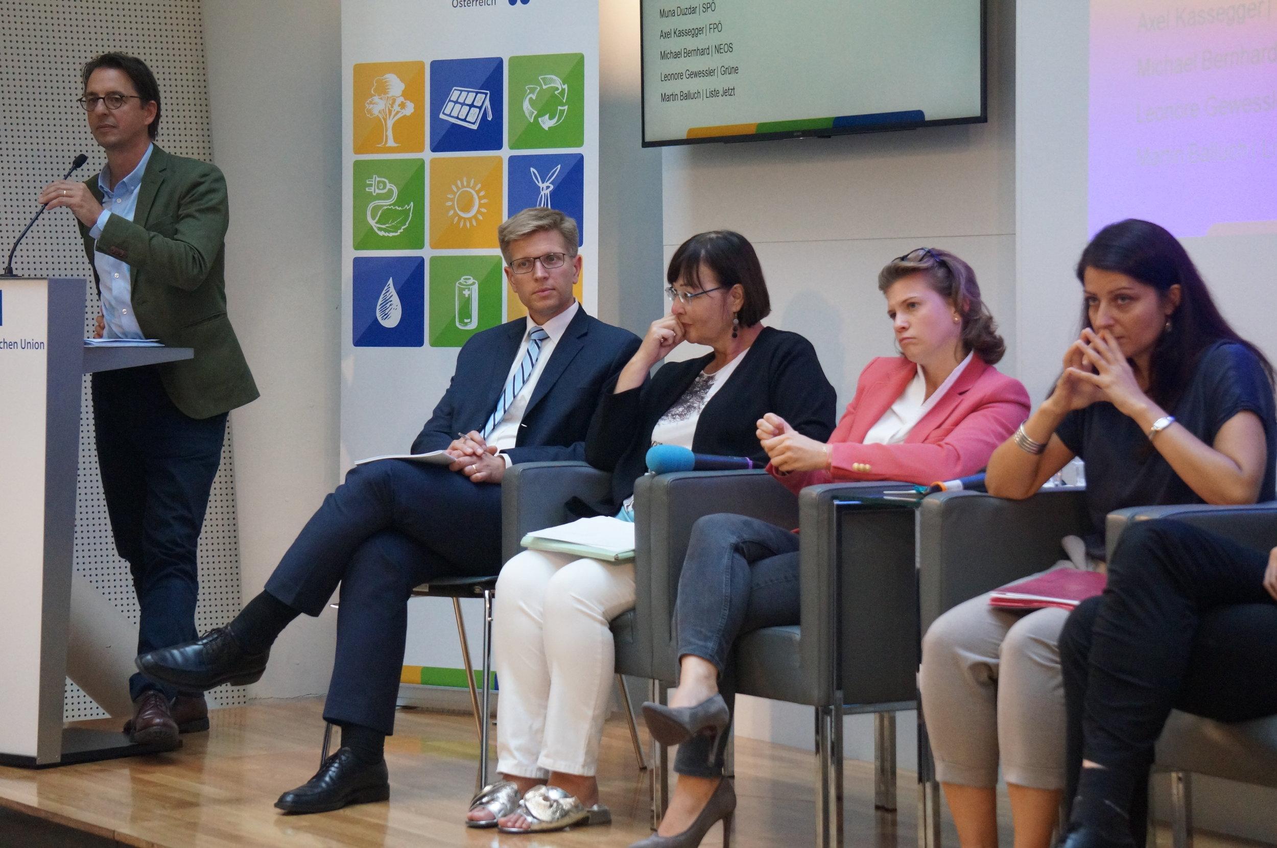 v.li.: Lukas Stühlinger, Thorsten Lenck, Angela Köppl, Elisabeth Olischar und Muna Duzdar