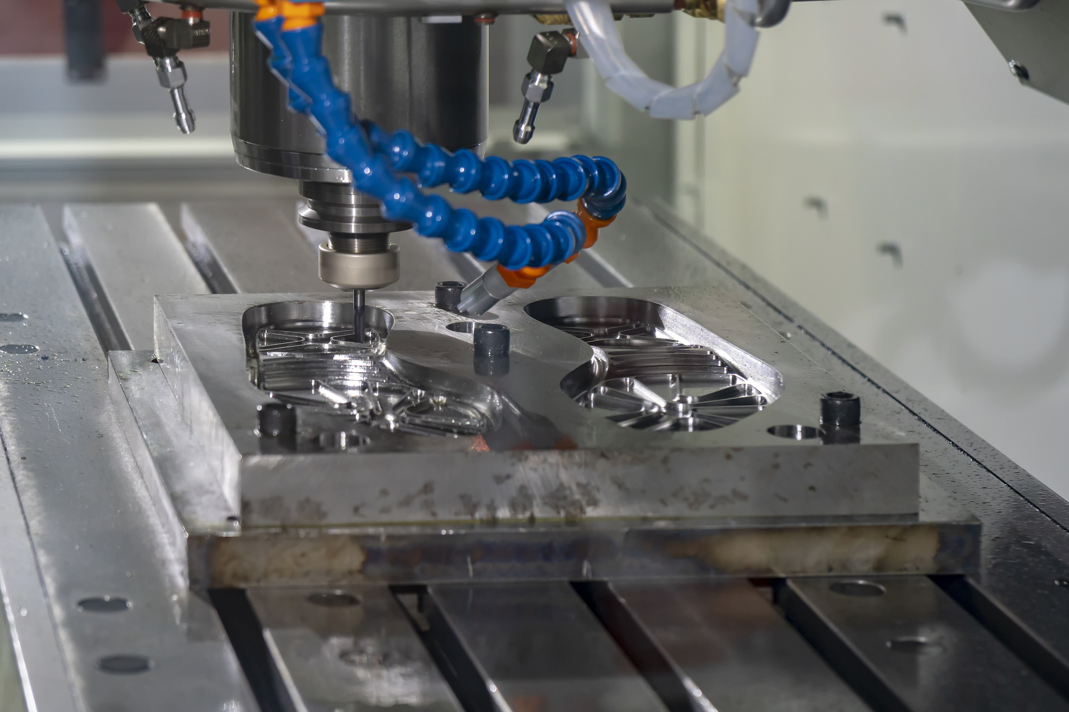 Mold Manufacturing - We have the most advanced technology for the manufacture of aluminum molds.