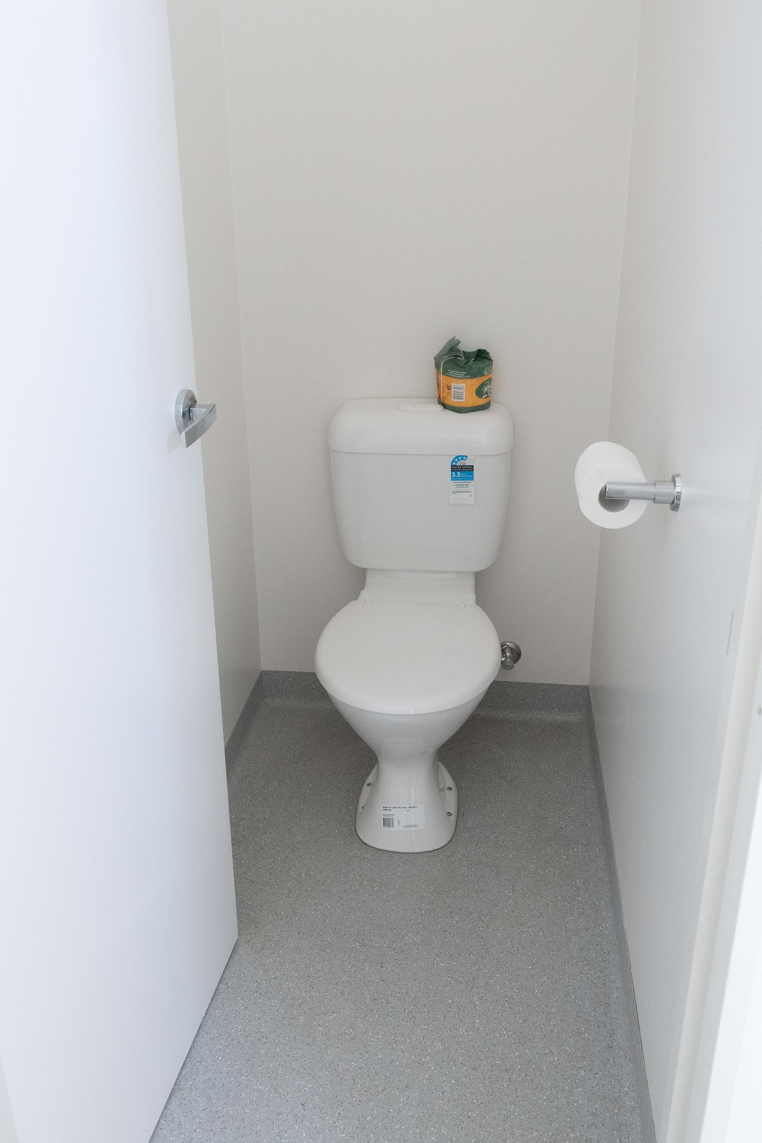 Toilets001.jpg