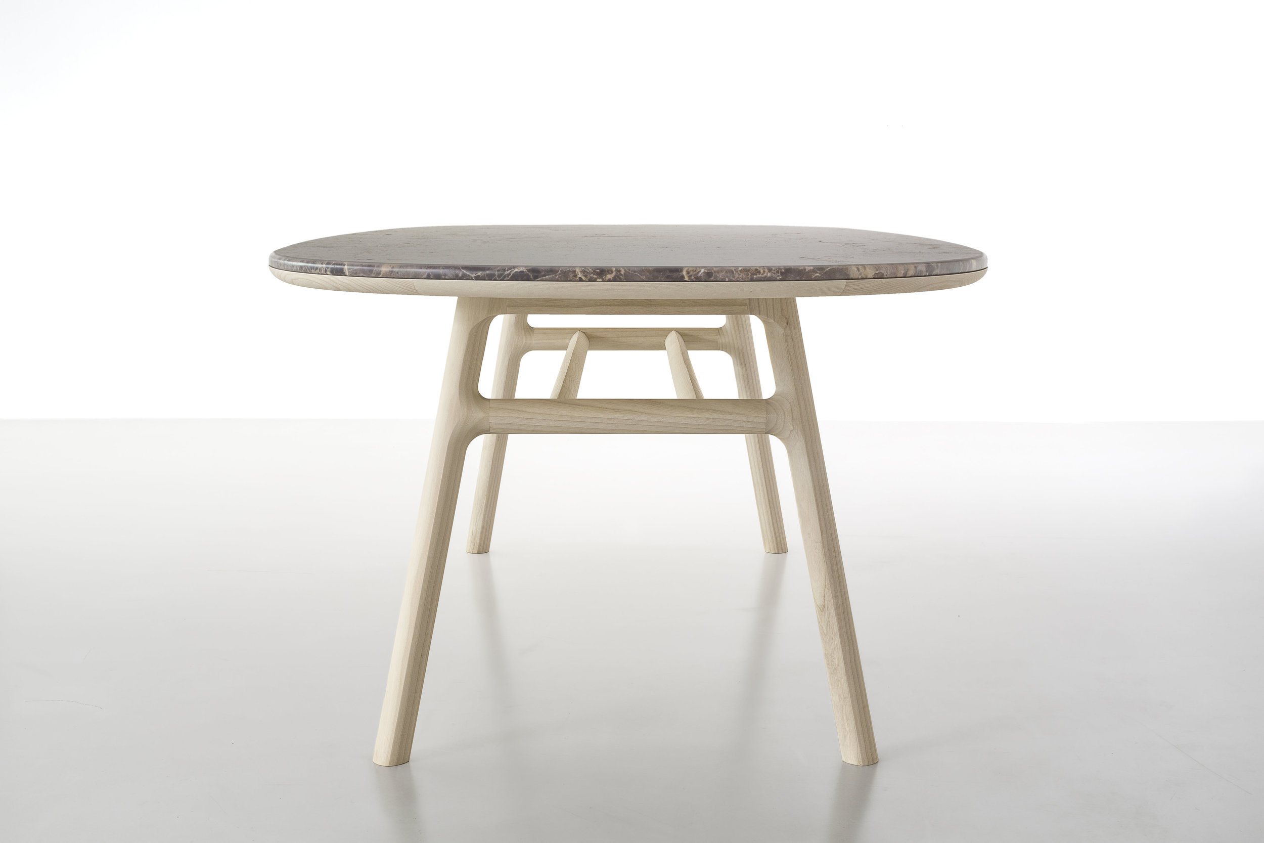 medeo-table_furniture-design_coordination-berlin_03.jpg