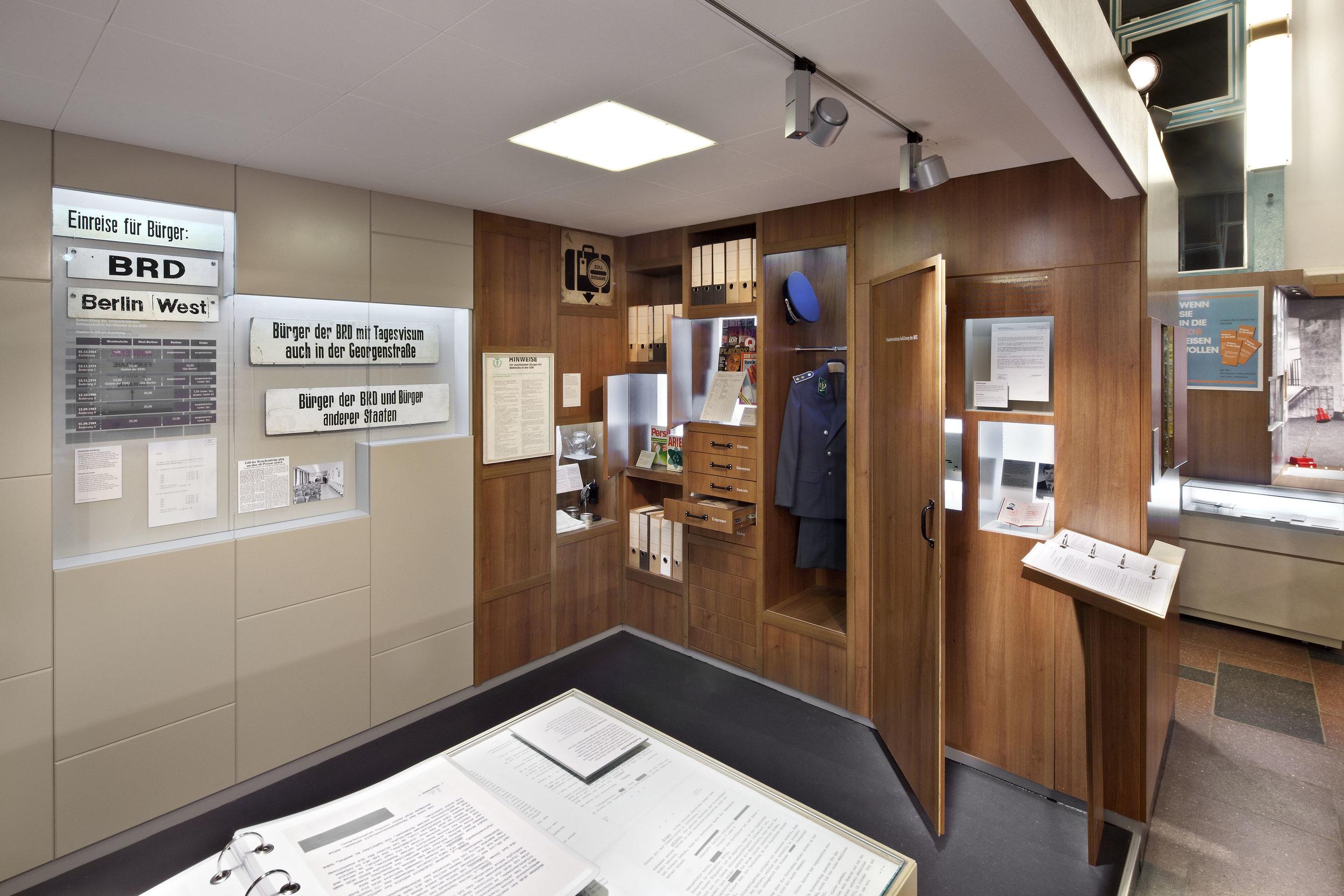 traenenpalast_museum-exhibition-design_coordination-berlin_07.jpg
