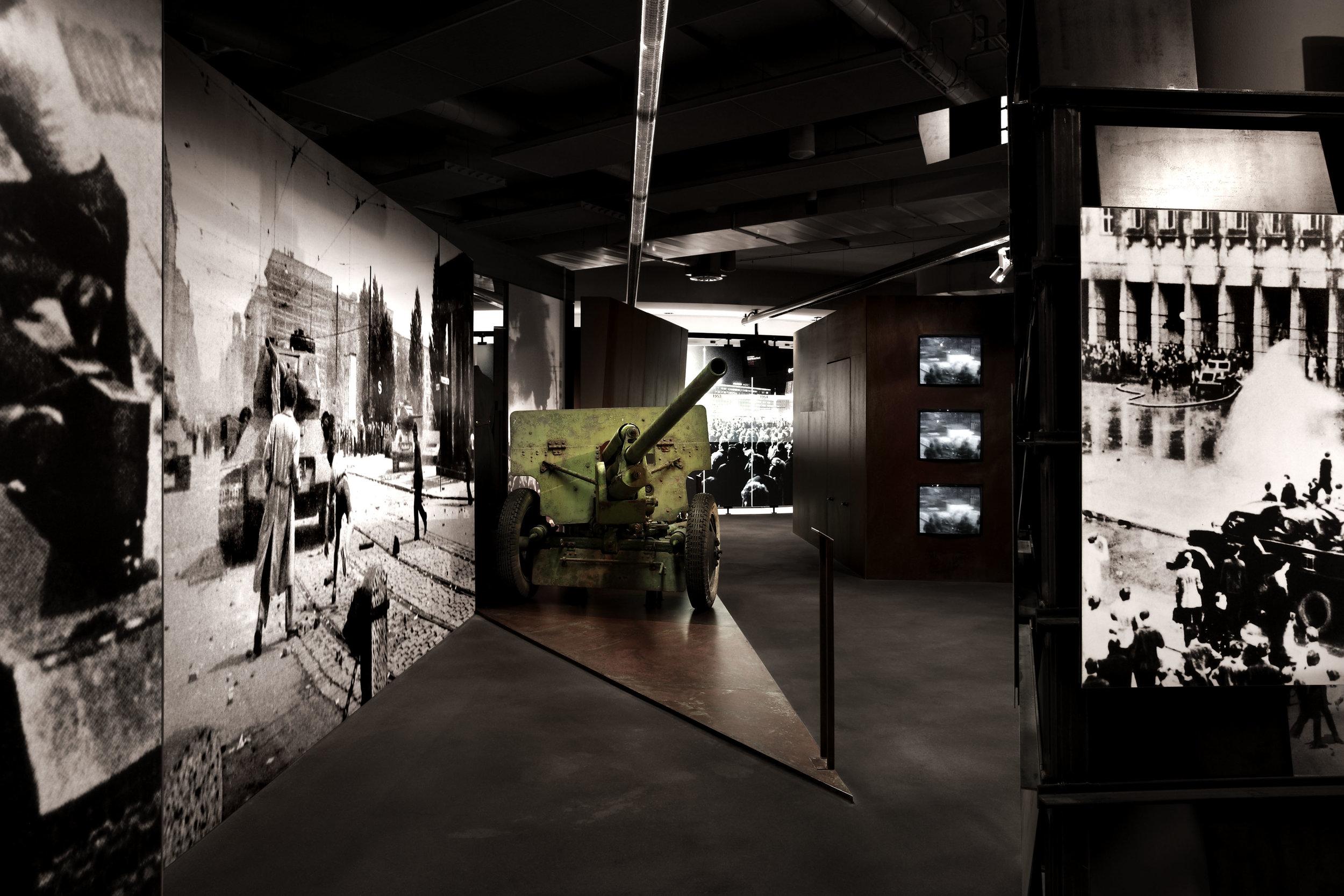 zeitgeschichtliches-forum-leipzig_museum-exhibition-design_coordination-berlin_03.jpg