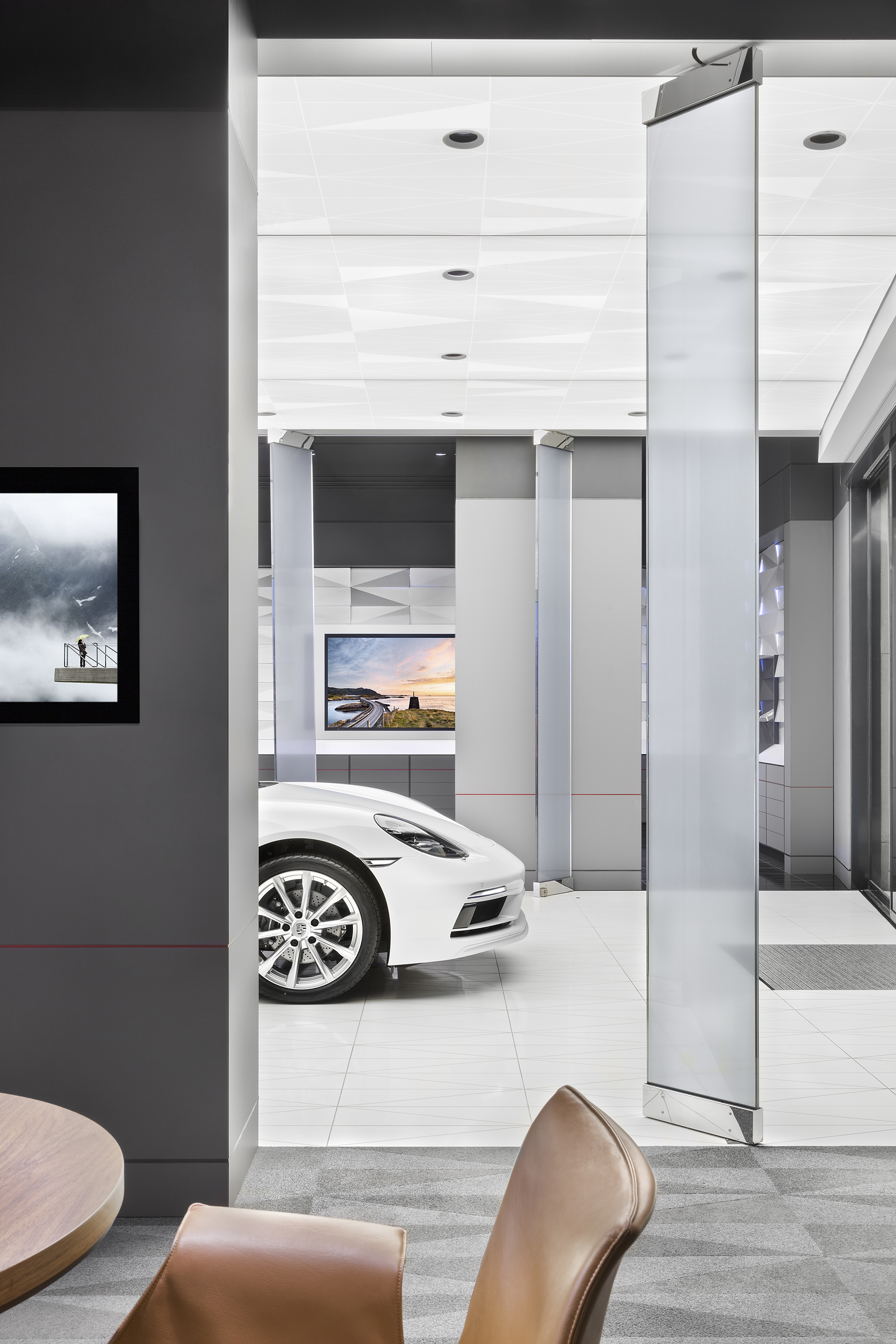 porsche-studio_retail-interior-design_coordination-berlin_06.jpg