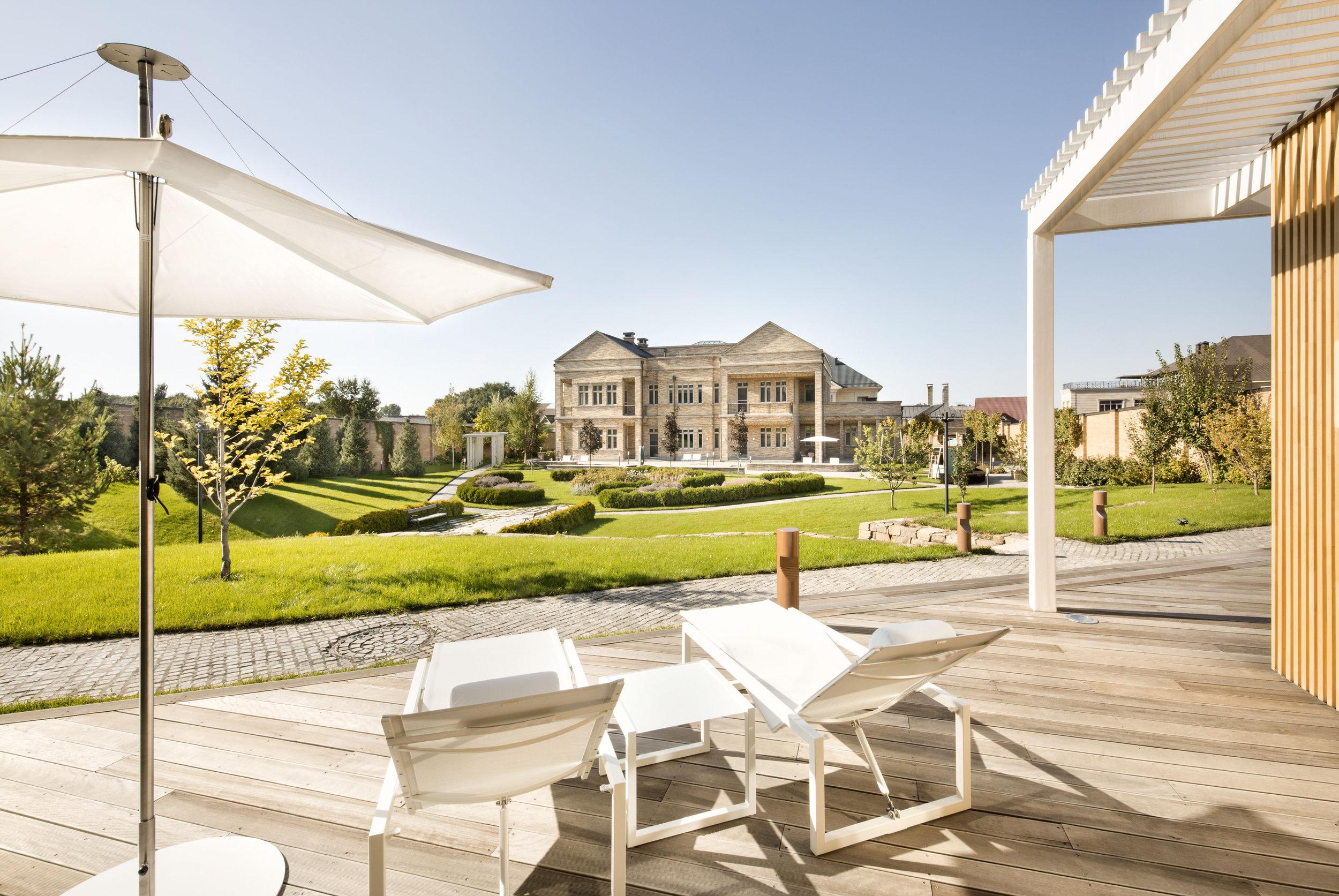 miras-villa_private-architecture-interior-design_coordination-berlin_01.jpg
