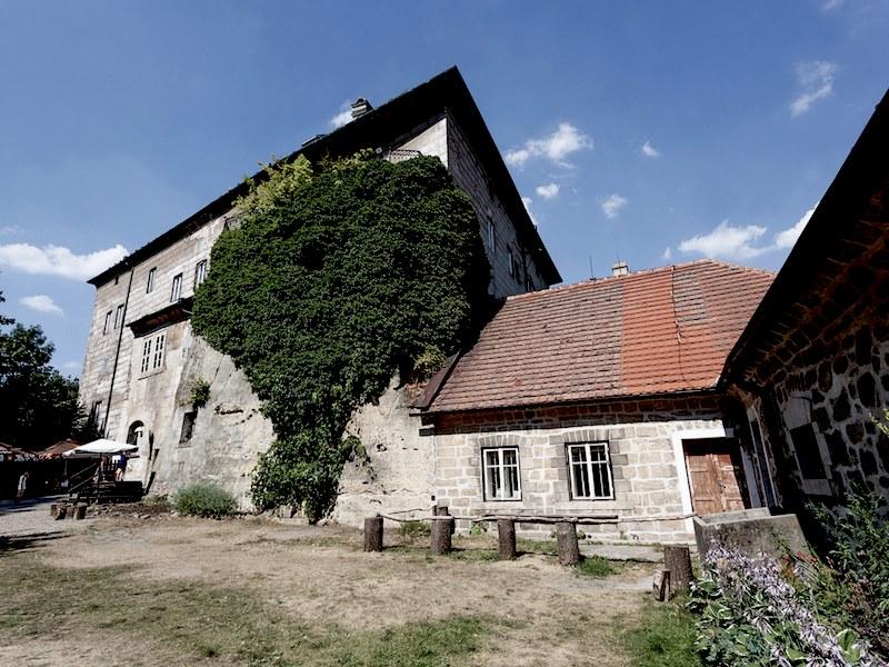Houska Castle 3.jpg