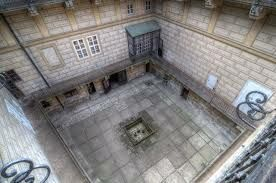 Houska Castle Courtyard.jpg