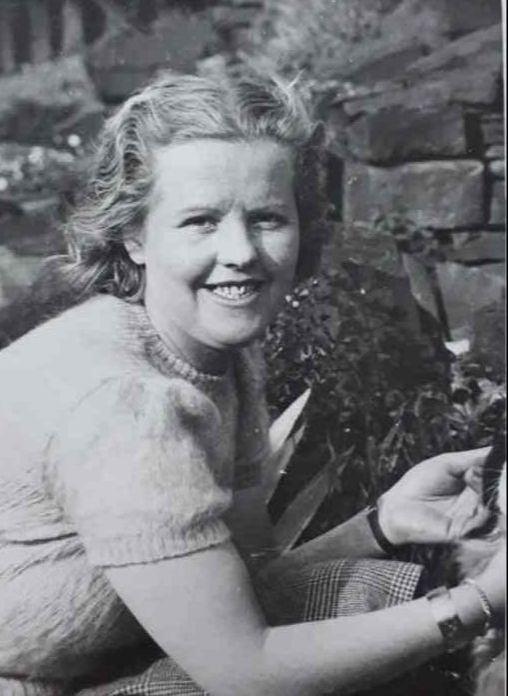 Evelyn Oatley (35)
