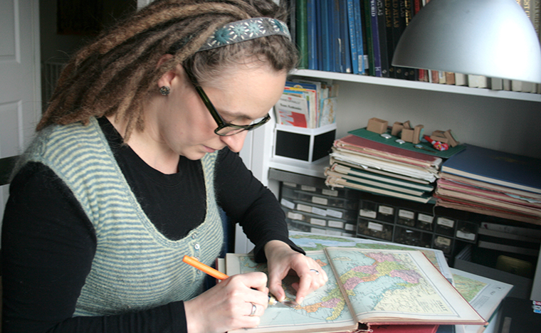 Creating personalized map jewellery