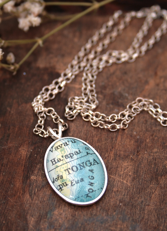 world map pendant necklace / personalized jewelry