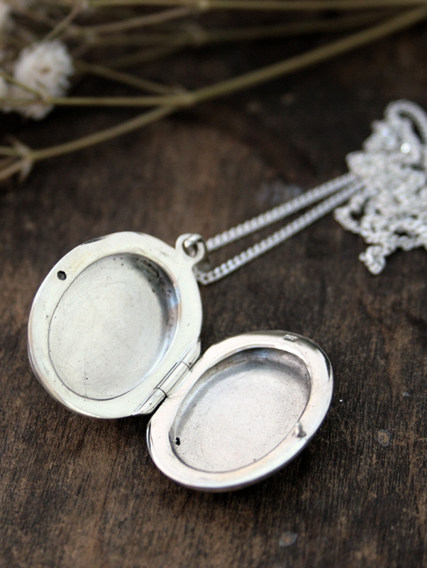 sterling silver personalized locket for a fianceé