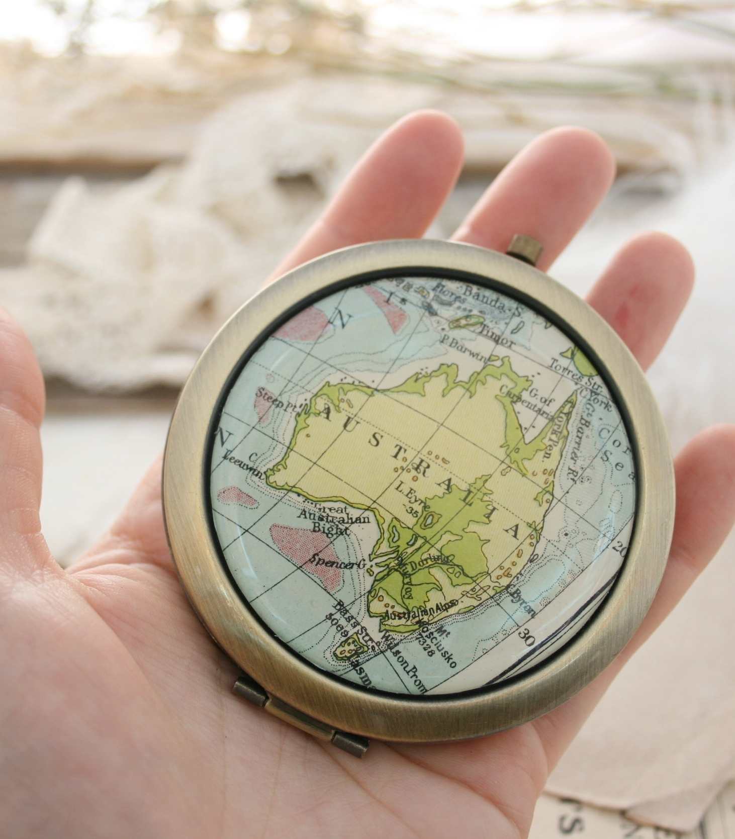 compact mirror with custom map selection