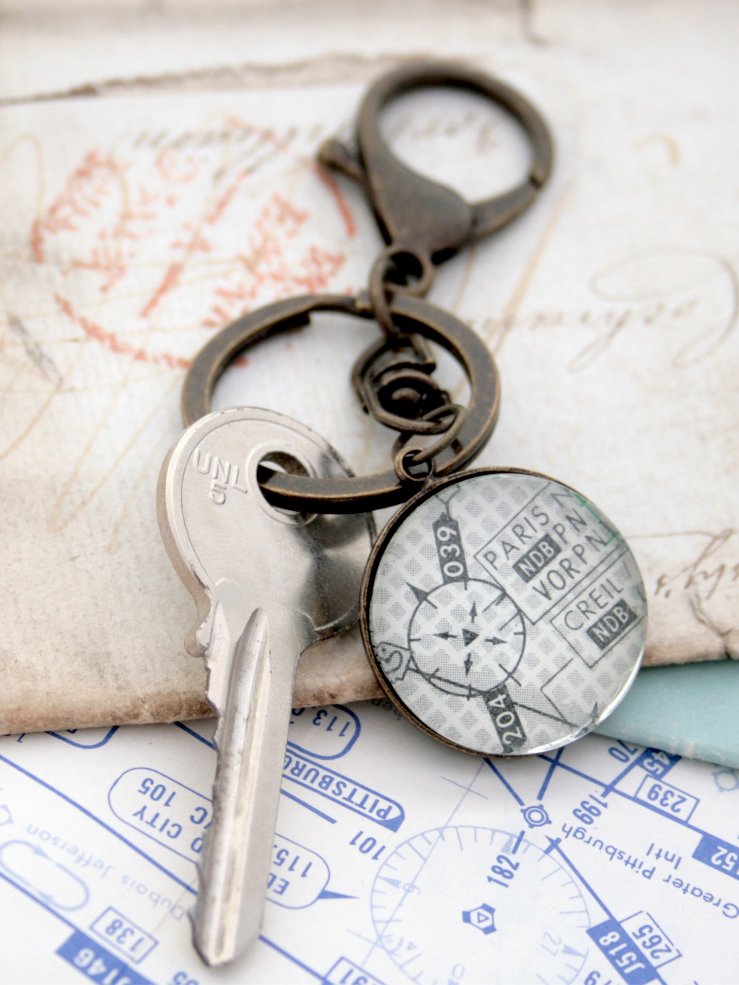 Airport keyring for steward personalized with aeronautical charts