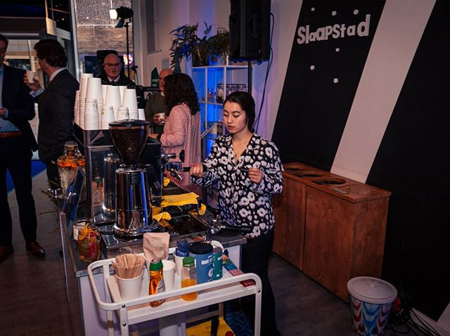 Kom maar door met die haver cappuccinos! . . . 📸@the.wannabephotographer #slaapstad #almere #coffee #vegan #pyjamaparty