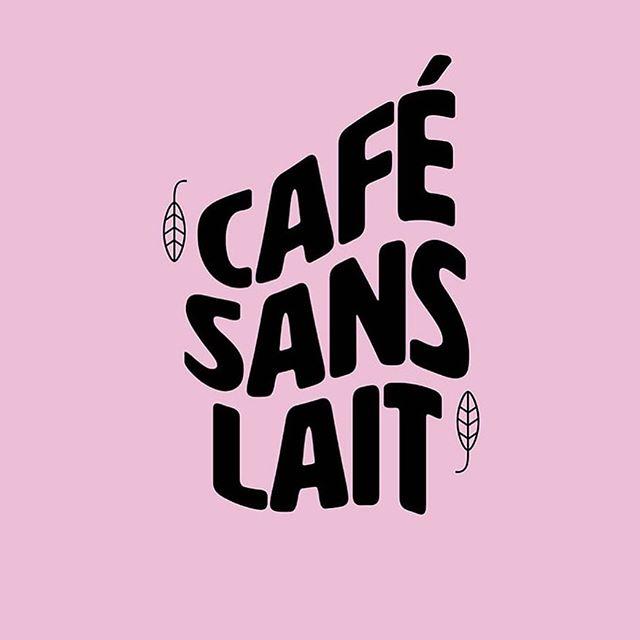 Café au lait, ofwel koffie verkeerd, is zó verleden tijd. Door gebruik te maken van haver-, kokos- of sojamelk laten wij zien hoe lekker café sans lait eigenlijk is! 🙌🏼☕️ . . . Design @john.doubleyou