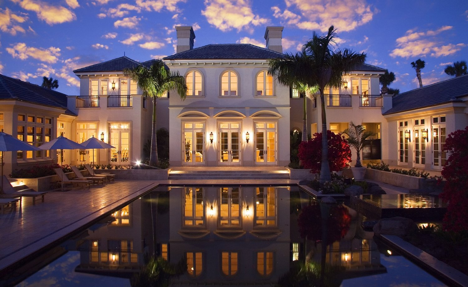 interior-premium-modern-mansion-with-outdoor-swimming-pool-at-front-and-many-windows-plus-chimneys-exclusive-modern-mansion-with-classy-room-architecture-savannah-forsyth-park.jpg