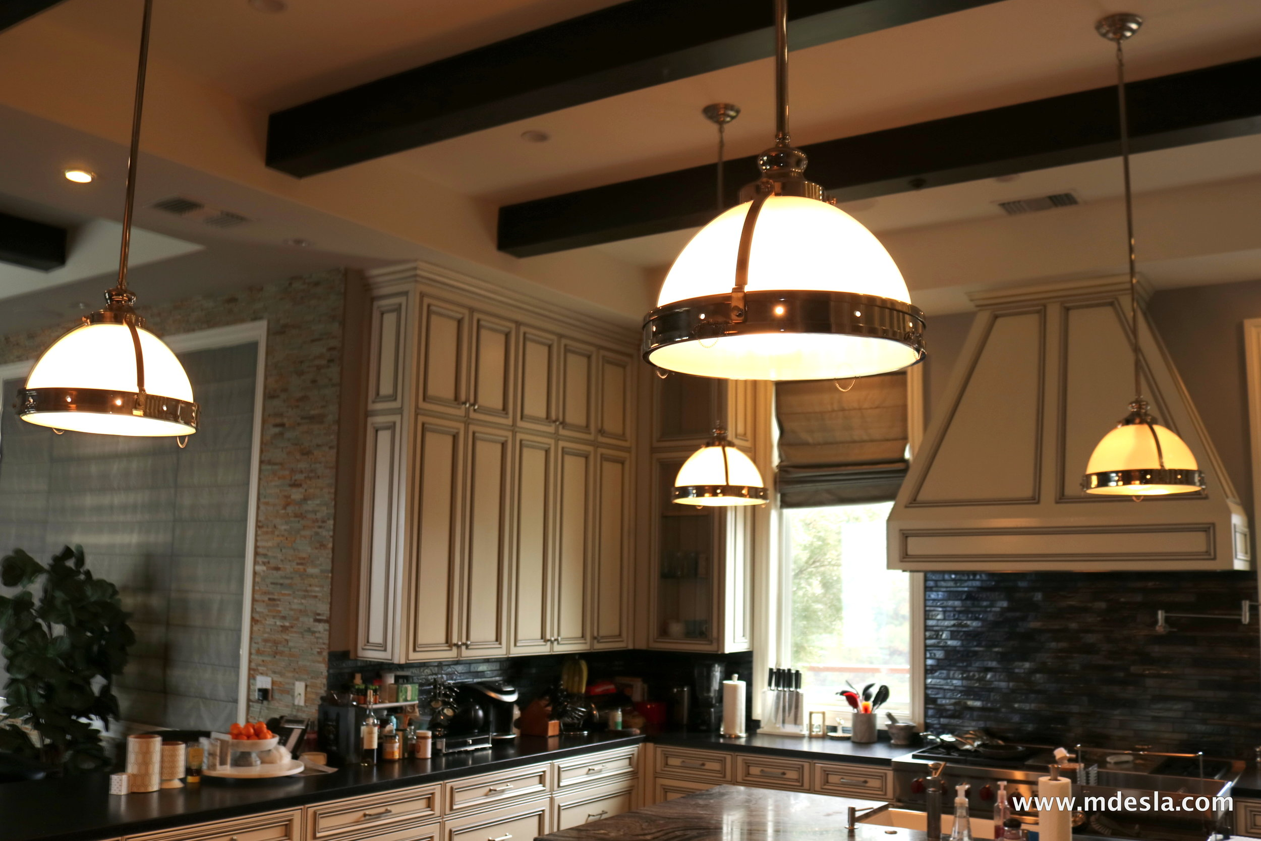 4 KITCHEN LIGHTS.JPG