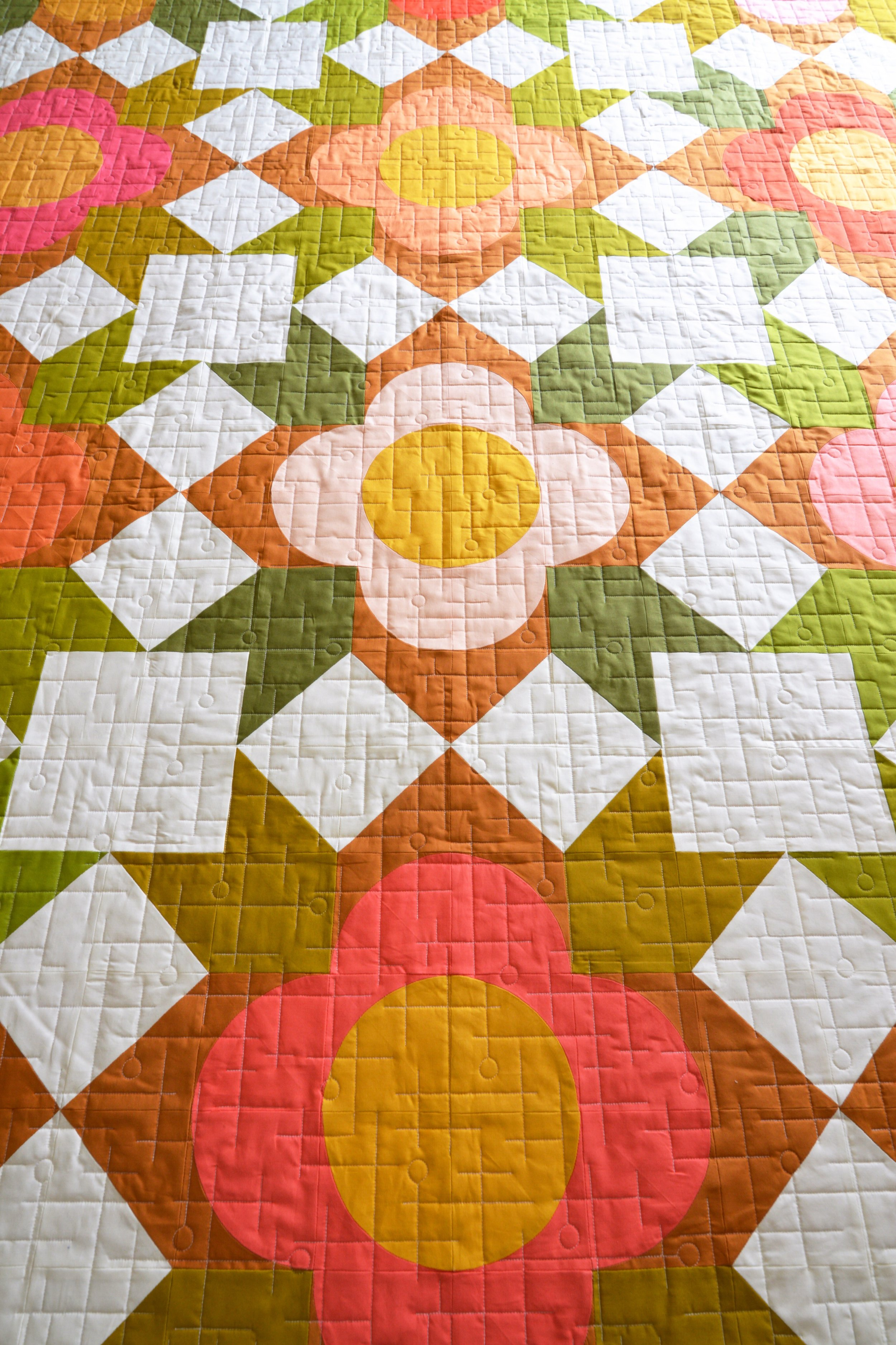 I hired my friend Jess - from Threaded Quilting to do this amazing long arm work, I like the retro feel of the lines and how  the circles mimic the center of the flowers.