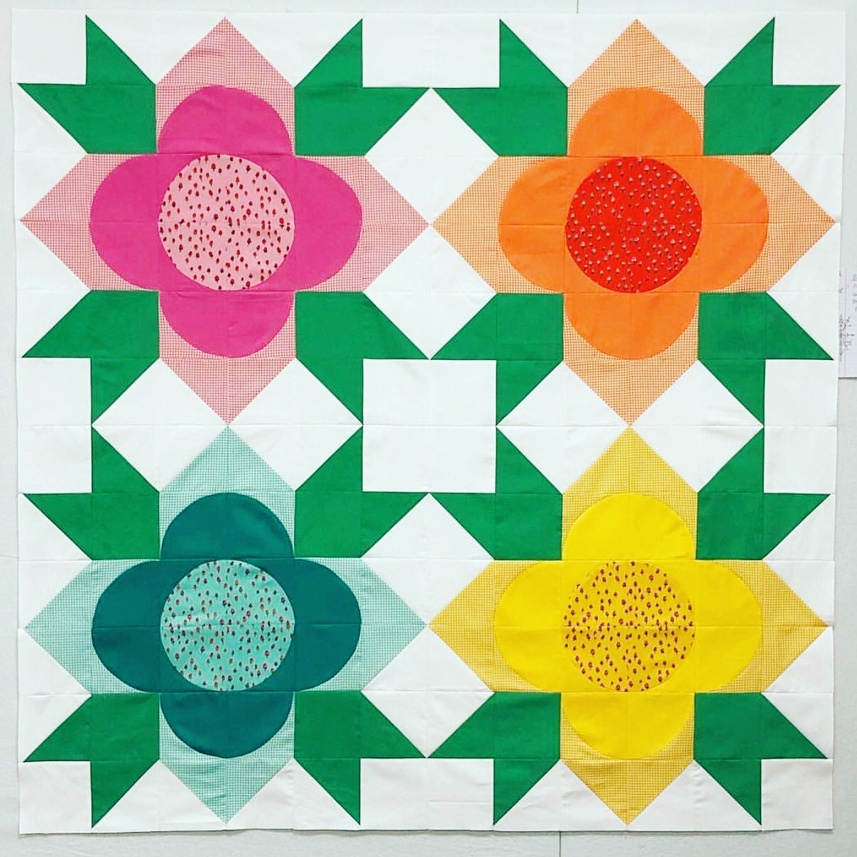Baby Flower Shop quilt created by Tricia Young @piecelovequilt