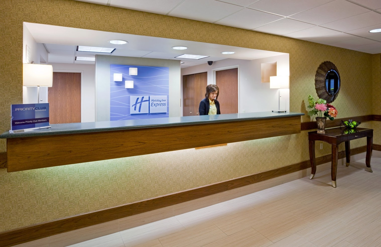 HOLIDAY INN EXPRESS SHEBOYGAN lobby.jpg
