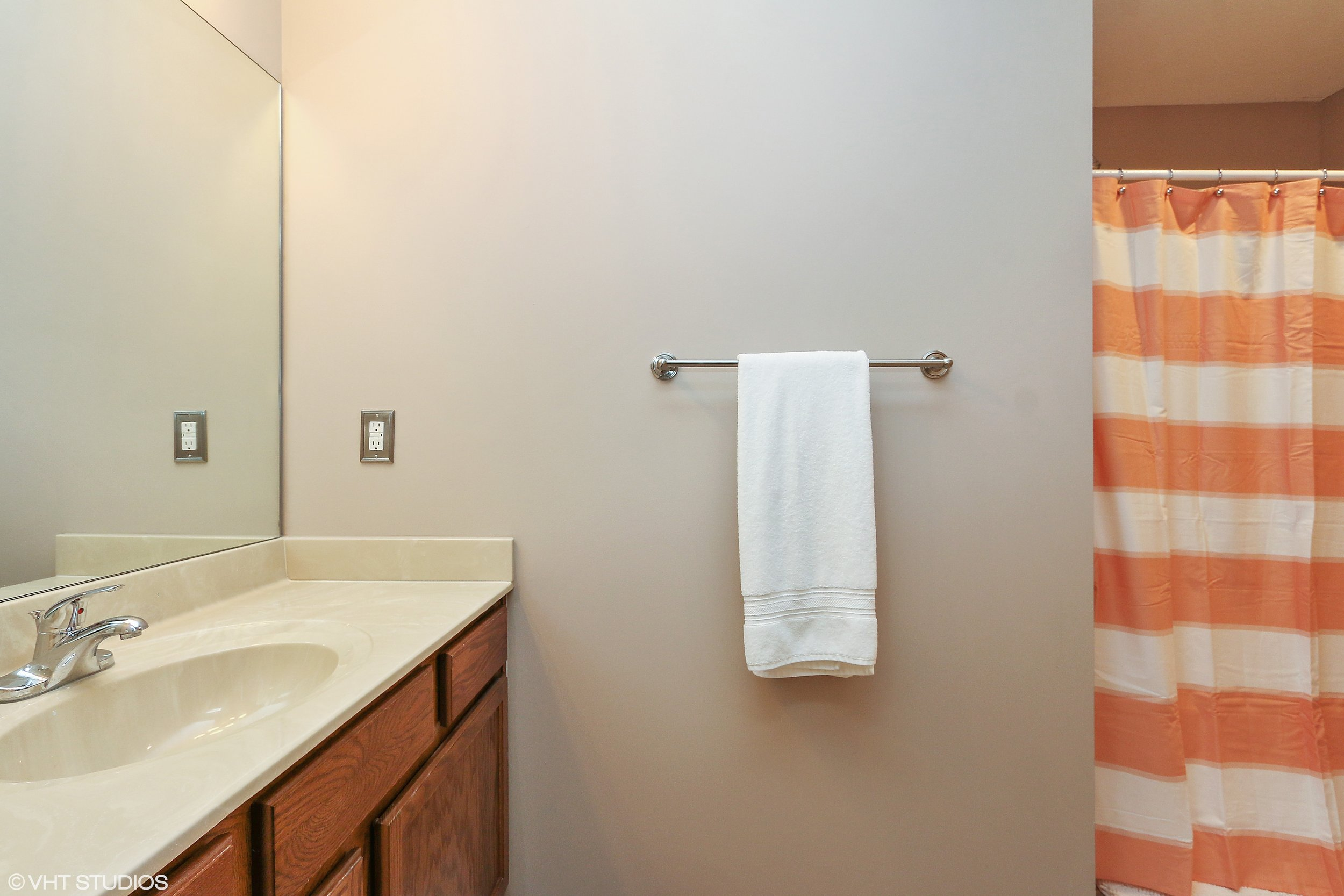19_3336SWArena_8_Bathroom_HiRes.jpg