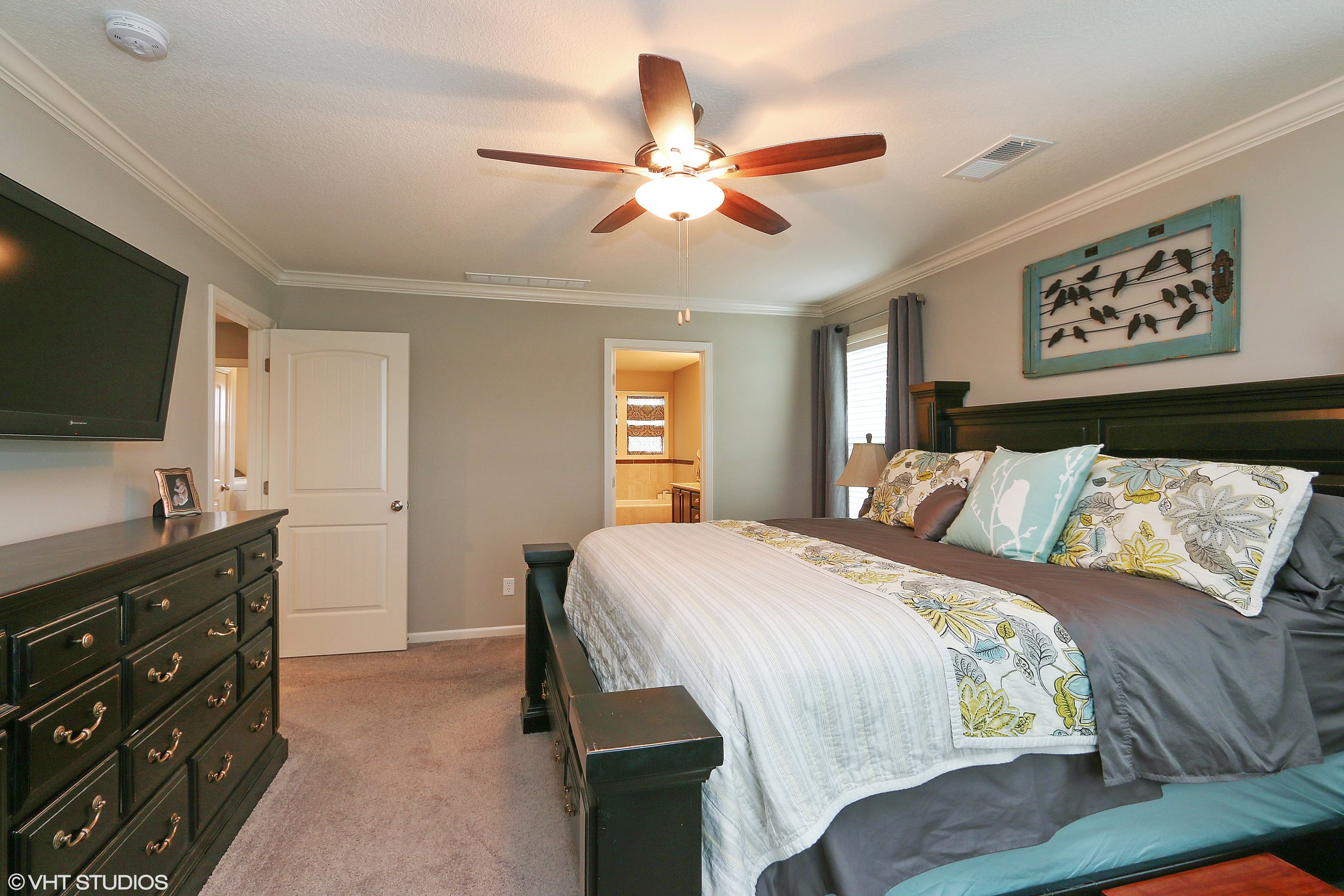 14_3304SWArenaSteet_178_MasterBedroom_HiRes.jpg