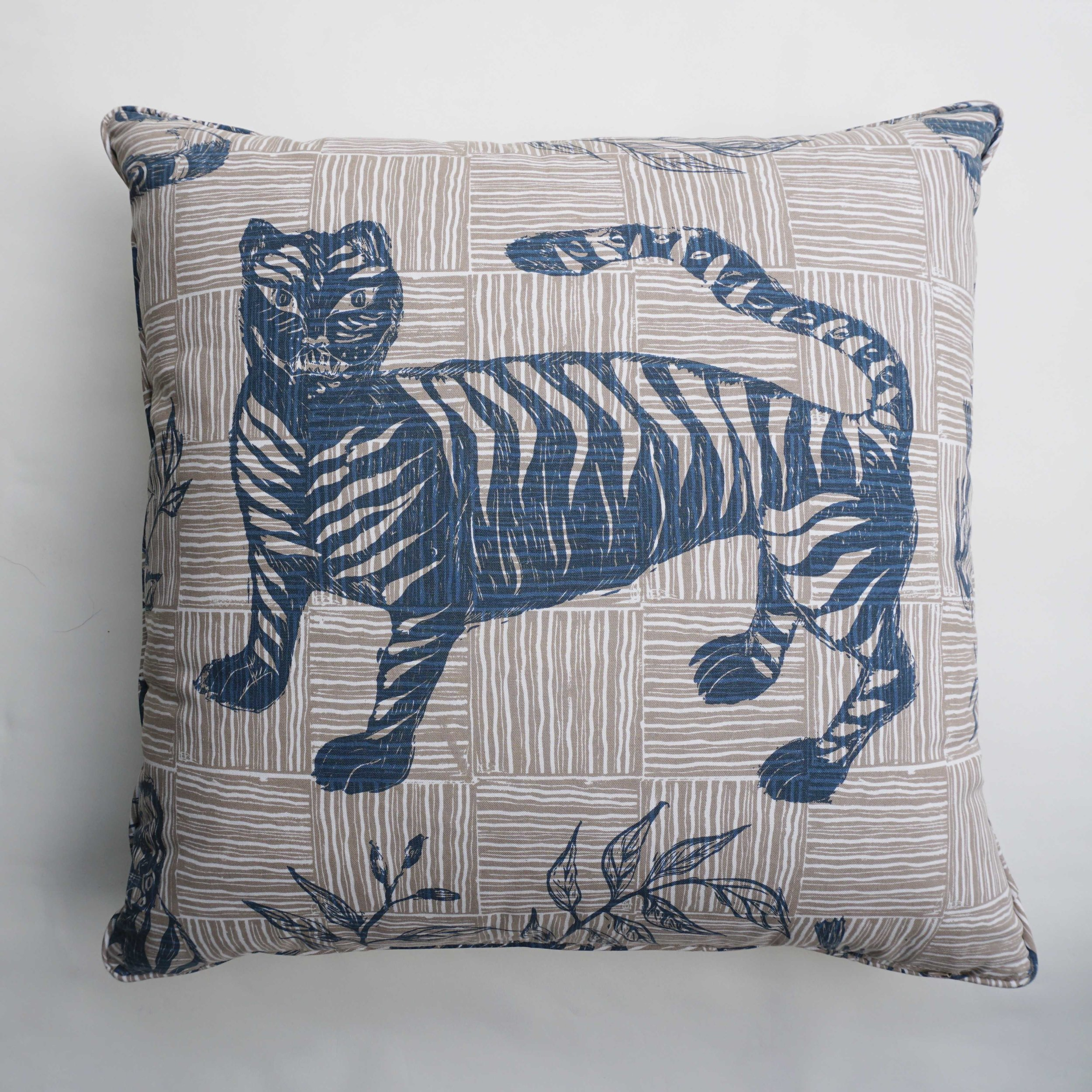 Standing Tiger & Magpie in Deep Blue, KF220-01P