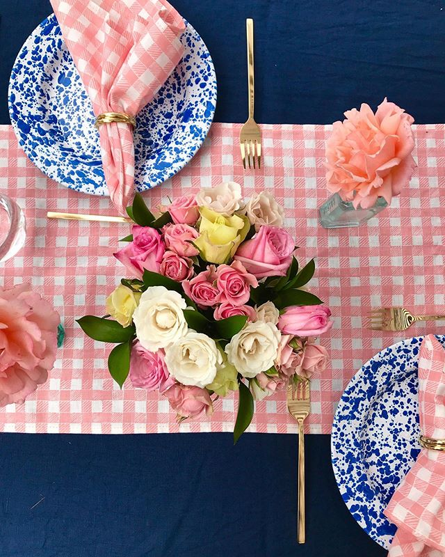 Happy Valentine's Day from Krane Home! Hope your evening involves pink and flowers or just Netflix and wine 💕 Tablescape and florals by my dear friend @alexismjohnson @darlingtonavenue for my own baby sprinkle. Shop napkins on our site. ⠀⠀⠀⠀⠀⠀⠀⠀⠀ ⠀⠀⠀⠀⠀⠀⠀⠀⠀ ⠀⠀⠀⠀⠀⠀⠀⠀⠀ #valentinesday #tablescape #napkins #pink #vday #happyvalentinesday #textiles #tablesetting #showerideas #showerinspiration