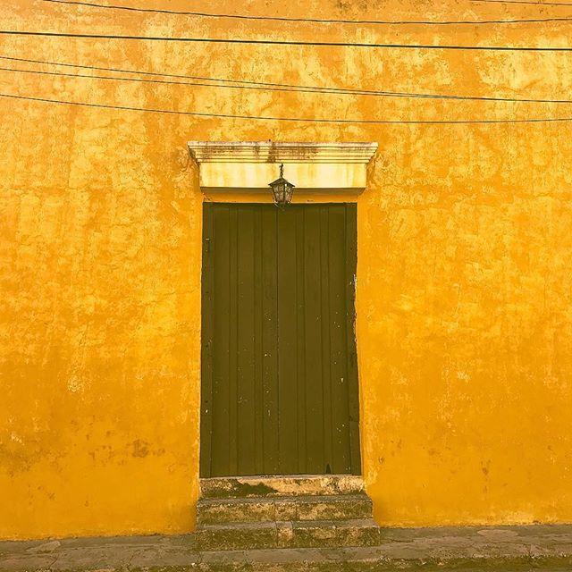 • by @adrianolivos 🔲 #AspenArtCollective ✖️ #GrayDigital ・・・ Me estoy inspirando para hacer una serie dedicada a Izamal, Yucatán, será una serie de fine art print en canvas intervenidos con acrílico bajo una parte cromática muy cálida que destaque el amarillo de uno de los primeros pueblos mágicos. Es una hermosa ciudad, pronto será de muy fácil acceso con el tren maya que detonará la economía de ese lugar. Si algún día lo vistan aún se puede comer carne de venado en el mercadito. #izamal #merida #yucatan gracias: @angelatuyub @enviartemx #burodegraficadigital @graficadigitalmx #pintormexicano #artecontemporaneo #pintor #graficadigitalmx @roel.comercializadora #indart #acrylicpainting #painting #cdmx #mexico #mexicocity #lifestyle #artdecoration #ambient #arquitecturadeinteriores #diseñoarquitectonico #arte #contemporaryart #artecontemporaneo