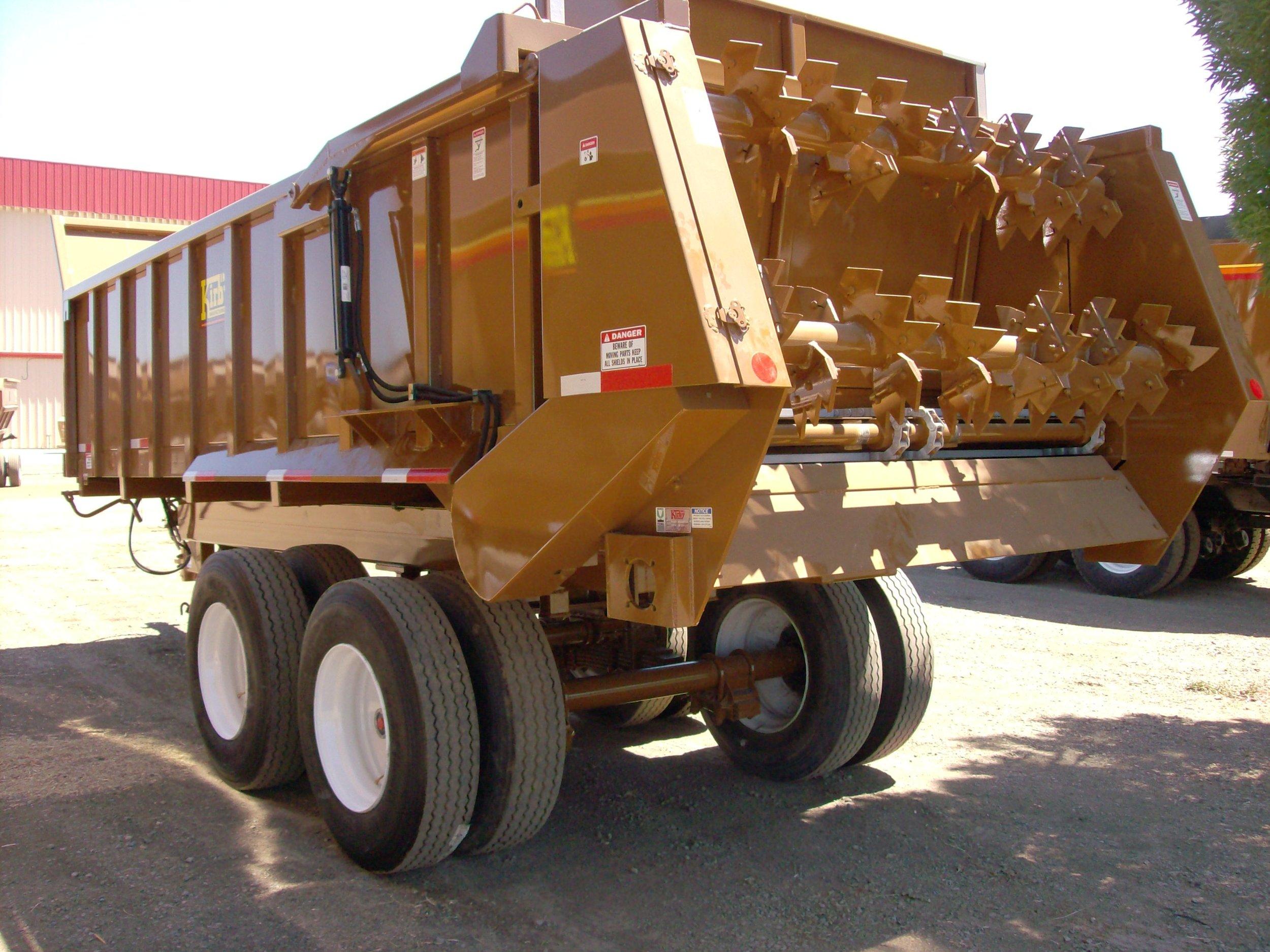 Manure spreader trailer horizontal beaters (2).JPG