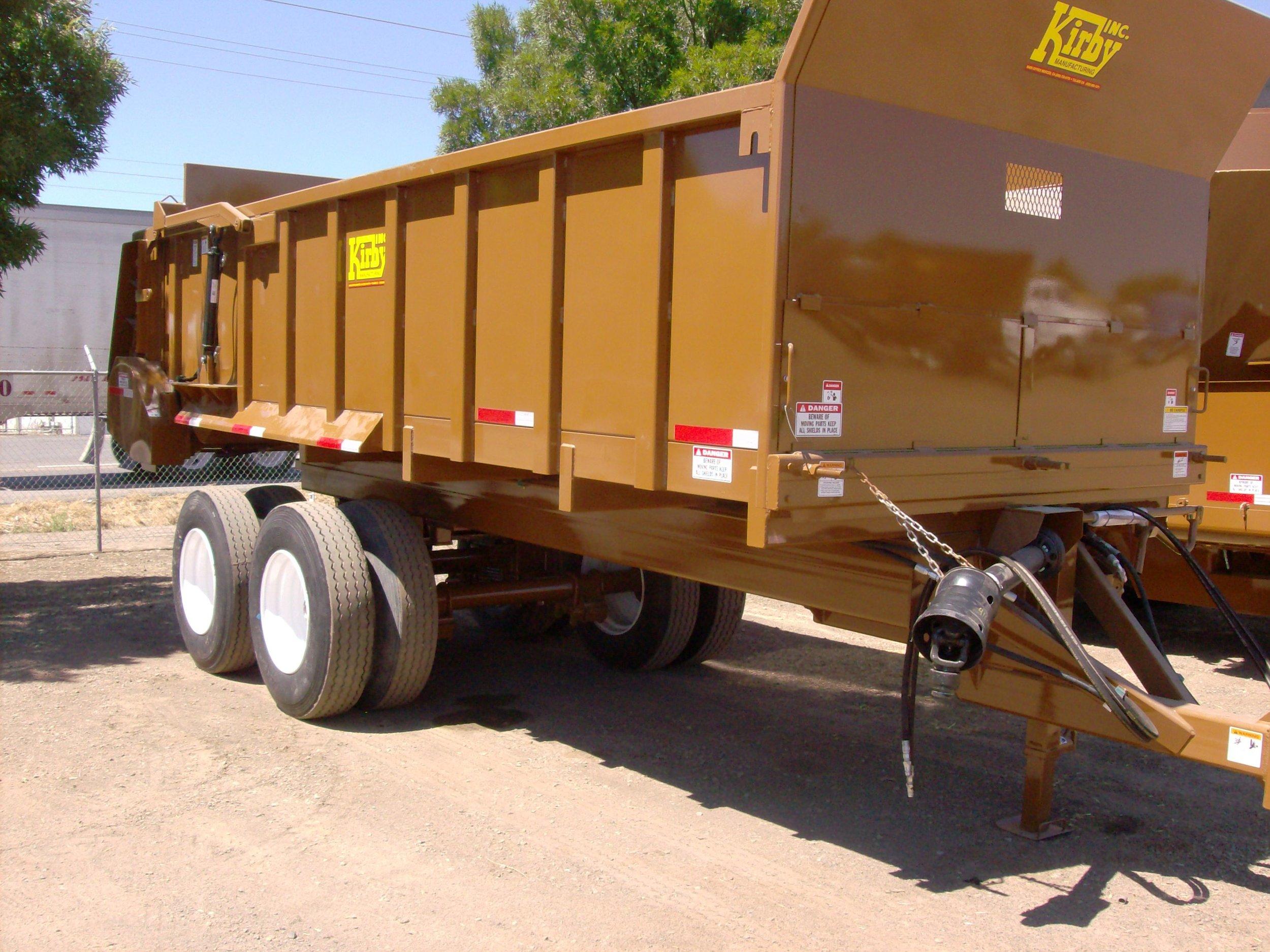 Manure spreader trailer horizontal beaters (1).JPG