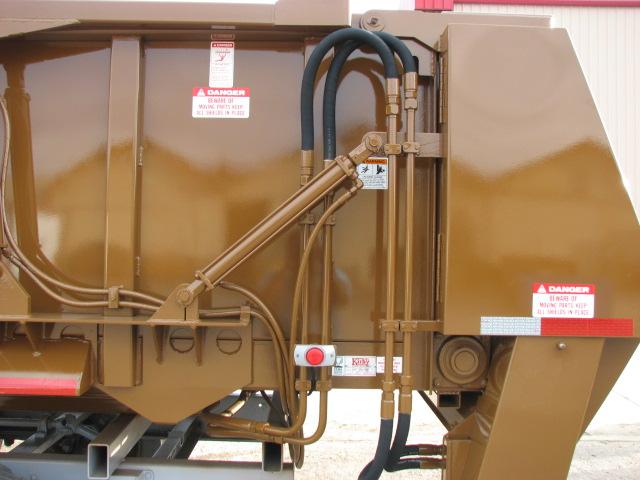 Manure spreader trailer horizontal beaters (4).JPG