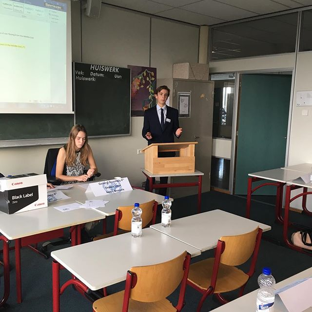 Delegates debating in the General Assembly Fourth !