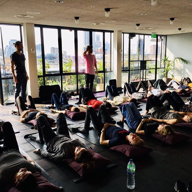 It was sunshine vibes at the @acehotellondon on sat. Another great workshop, no one wanted to leave! Thanks to all you lovely folk who joined us, @lululemonuk for the mats, @lukemcswiney @novanovs_ for expert facilitation.  Looking forward to this weeks guys only workshop (sorry girls) this Thursday for @slc_london giving men some tools to help with stress, expression and good mental health!  #breathpod #workshop #breathwork #acehotel #breathe #breath #inhale #exhale #breathlondon #breathebetter #love #live#life #learn #health #mentalhealth #tools #emotion #release