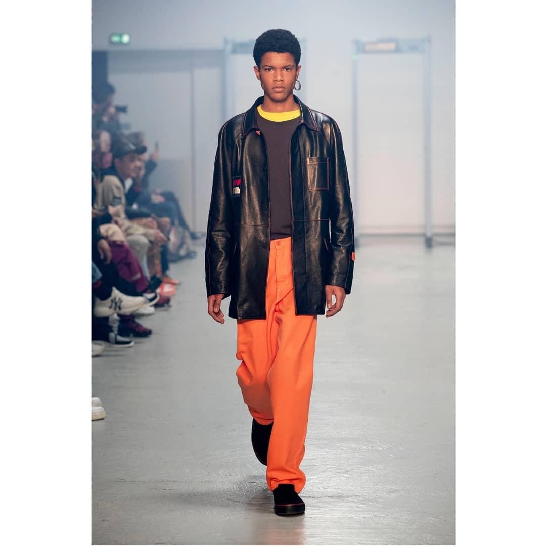 Heron Preston - Manteaux larges, t-shirts à motifs et vestes à poches au menu. Gros coup de coeur pour le orange fluo: couleur maitresse d'Heron Preston