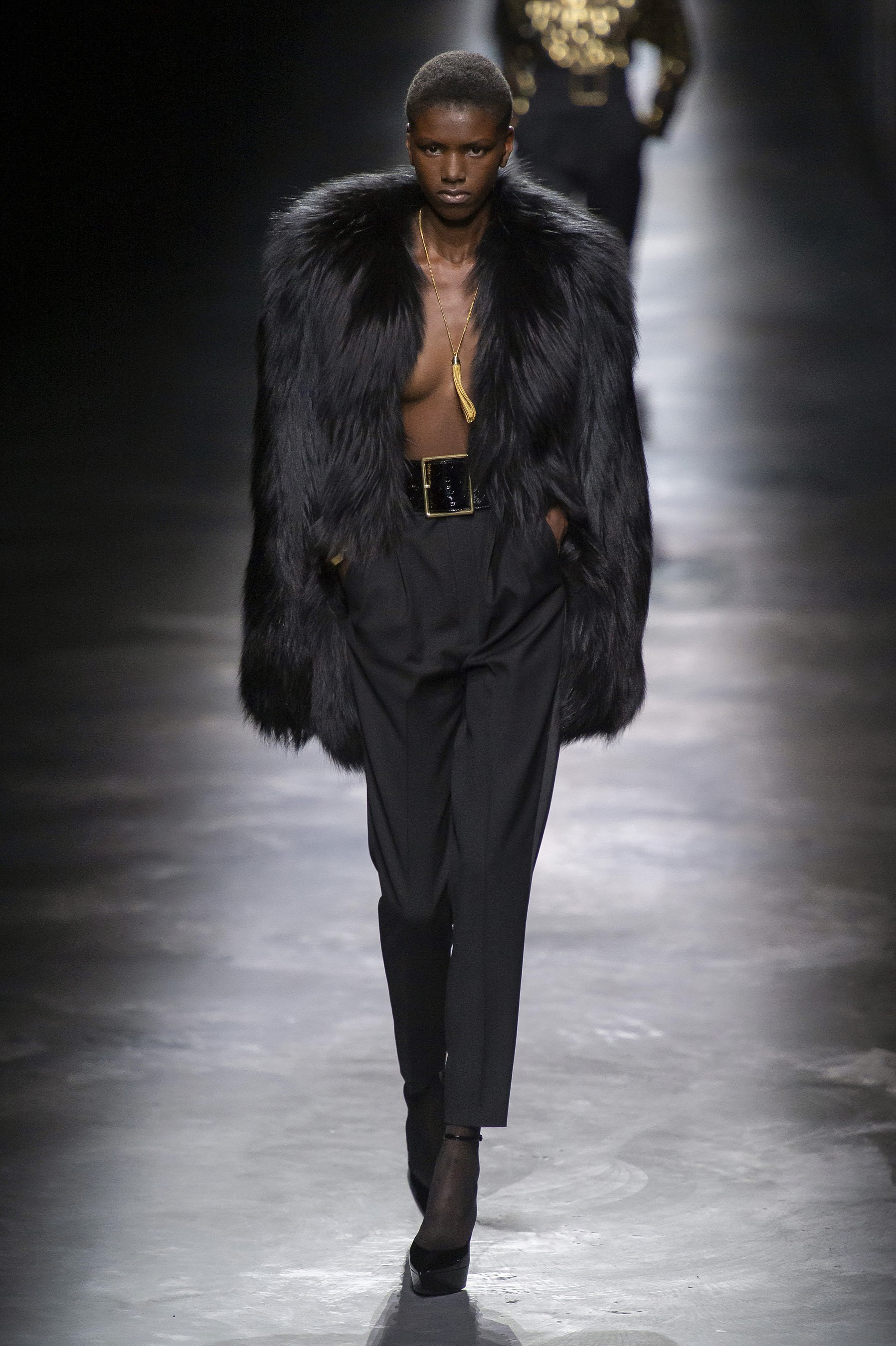 defile-saint-laurent-automne-hiver-2019-2020-paris-look-36.jpg