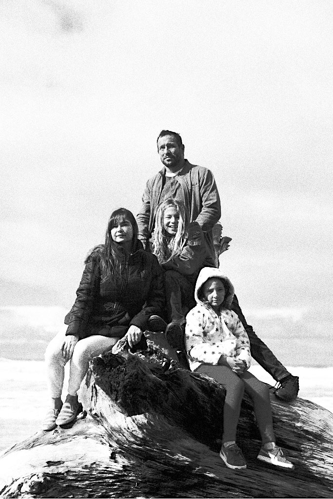 bw_family_photo_small.jpg