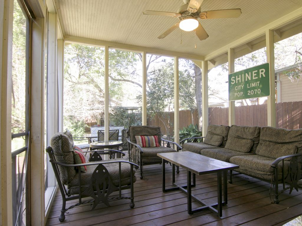 Charming patio seating at Keasbay Cottage, Austin, Texas