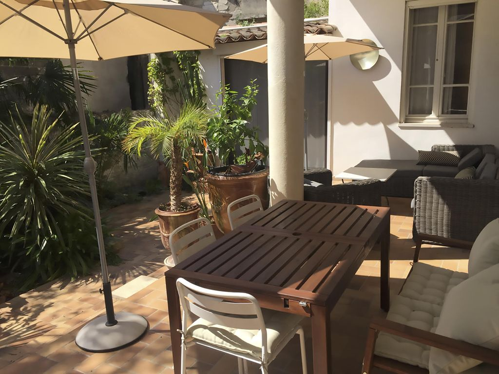 Two bedroom apartment with outdoor garden in Avignon, France