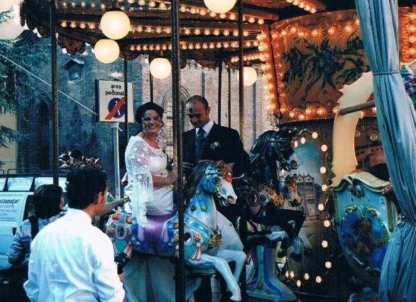 This couple had their wedding pictures taken on a carousel in Ferrara. Hopefully they served tenerina at the reception.