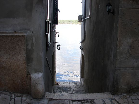 Many alleys lead right to the water in Rovinj
