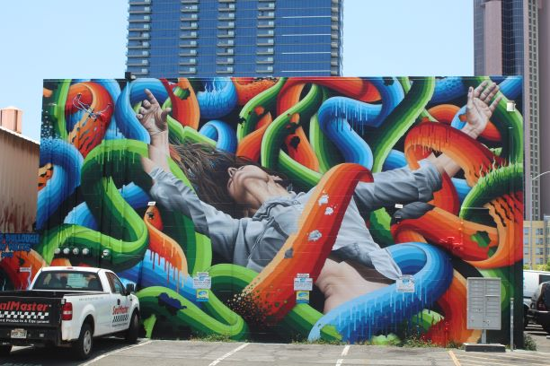 One of the many murals in Kaka'ako (photo: Brent Petersen)