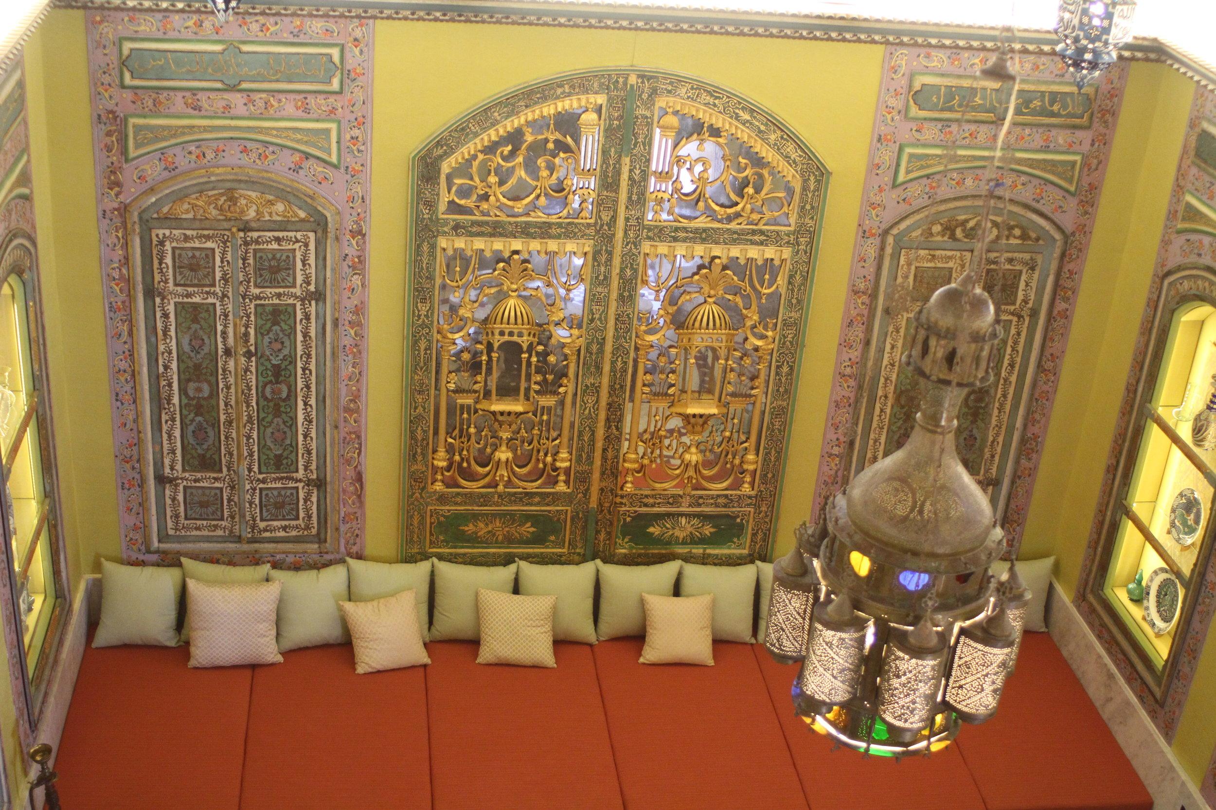Sitting room at Shangri-La (photo: Brent Petersen)