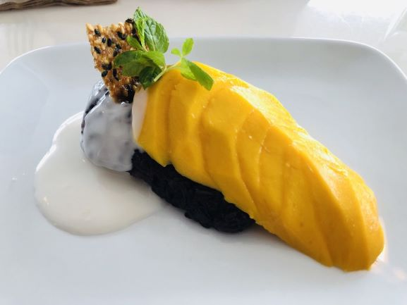 Mango with sticky rice at Satdha (Photo: Yelp member Janine E)