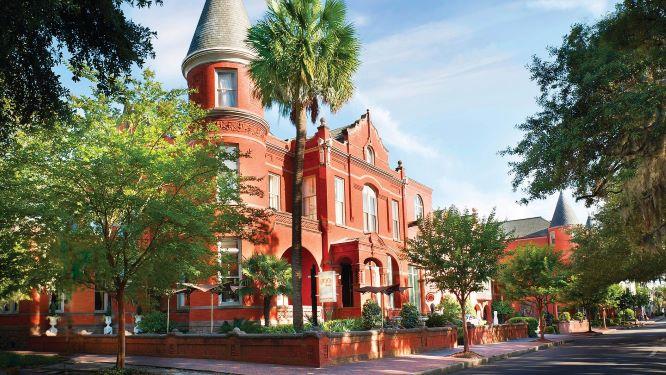 Mansion on Forsyth Park, Savannah (photo: Mansion on Forsyth website)